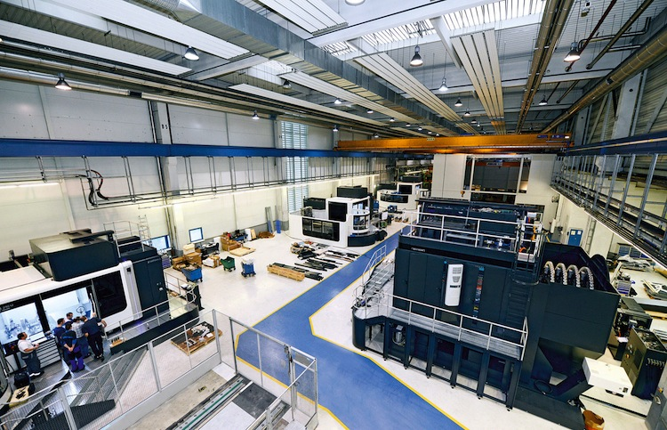 Highly productive machining centers are the heart of large part manufacturing in hall 1 at the KBA site in Würzburg.