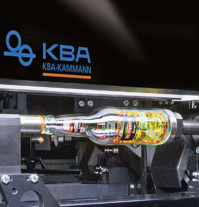 KBA supplies the diverse fields of packaging printing with a range of solutions. One special application is the direct decoration of premium glass packaging using screen and digital printing systems from KBA-Kammann